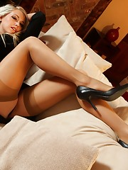 girls kissing in nylons